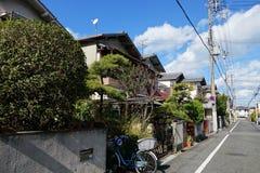 Normalt japanskt hus som lokaliseras i den Osaka staden Arkivfoto