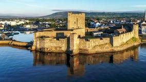 Norman Carrickfergus-kasteel dichtbij Belfast stock footage