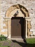 Norman deuropening, Engelse kerk Stock Foto