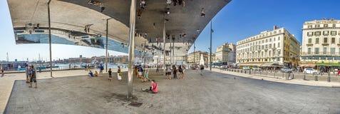 Norman Fosters paviljong med det spegelförsedda taket Royaltyfria Bilder