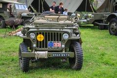 Normandie Frankrike; 4 Juni 2014: Normandie Frankrike; 4 Juni 2014: Tappning U S jeep för armé WWII på skärm arkivfoto