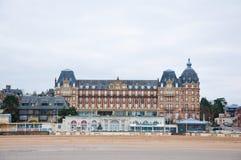 NORMANDIE 8. JANUAR: Ansicht von Houlgate-Stadtstrand 8,2013 im Januar in Normandie, Frankreich Stockbild