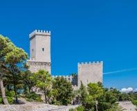 Normandisk slott eller medeltida slott av Venus i Erice, landskap av Trapani i Sicilien, Italien Royaltyfri Fotografi