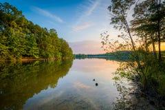 Normando del lago en la puesta del sol, en el parque de Parham en Davidson, Carolin del norte foto de archivo libre de regalías