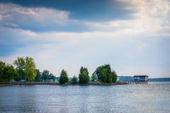 Normando del lago, en Ramsey Creek Park, en Cornelio, Carolina del Norte foto de archivo