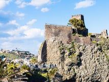 Normannisches Schloss in Dorf Aci Castello, Sizilien Stockfotografie