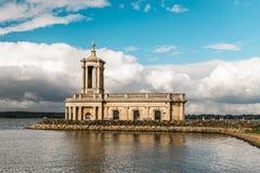 Normanton-Kirche in Rutland Water Park, England Lizenzfreie Stockbilder