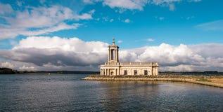 Normanton-Kirche in Rutland Water Park, England Lizenzfreie Stockfotos