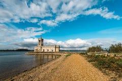 Normanton-Kirche in Rutland Water Park, England Stockbilder