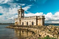Normanton-Kirche in Rutland Water Park, England Lizenzfreie Stockfotografie