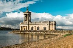 Normantonkerk in Rutland Water Park, Engeland stock afbeelding