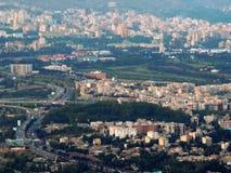 Norr östliga Teheran bostads- byggnader, parkerar och huvudvägar Royaltyfri Fotografi