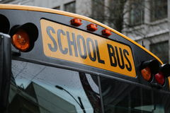 Norr - amerikanskt skolbussvindrutaslut upp Royaltyfri Fotografi
