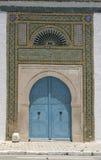 norr blåa dörrar för afrikansk arkitektur arkivbild