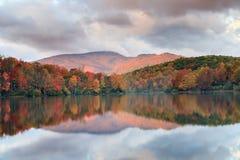 Norr Carolina Price Lake Autumn Blue Ridge royaltyfri fotografi