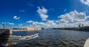 Norr Europa, St Petersburg, Leningrad, Neva River, Ryssland panorama Arkivfoto