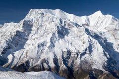 Norr framsida av den Annapurna II och Annapurna droppen, Annapurna strömkrets, Manang, Nepal Royaltyfri Bild