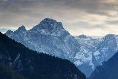 Norr framsida av det Rjavina maximumet i den Kot dalen, Julian Alps, Slovenien royaltyfria bilder