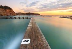 Norr Narrabeen tidvattens- pöl från gränd 8 på soluppgång Arkivfoto
