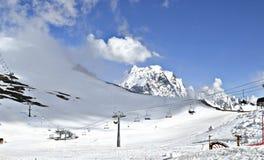 norr panorama för caucasus liggandeberg Dombay arkivbilder