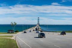 Norr sikt på den Mackinac bron i Michigan Upperhalvö Royaltyfri Bild