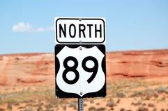 norr tecken för 89 huvudväg Arkivbilder