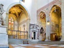 Norr tvärskepp av basilikadi Santa Croce. Florence Italien royaltyfri fotografi