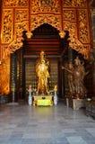 Norr Vietnam - - Bai Dinh Pagoda mindre guld- buddistiska statyer Royaltyfri Foto