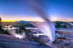 Norris Geyser Basin na Zonsondergang stock foto