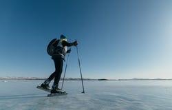 Norrman som fotvandrar skridskor Royaltyfri Bild