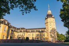 Norrsida av den Karlsruhe slottslotten Schloss i Tyskland Blauer Royaltyfri Foto