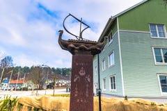 Norrtalje Σουηδία - 1 Απριλίου 2017: Αναμνηστικό άγαλμα του Rurik σε Norrt Στοκ Εικόνα