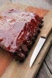 Norse BBQ & Geroosterde die Varkensvleesrib op lijst wordt geplaatst Stock Afbeelding