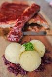 Norse BBQ & Geroosterde die Varkensvleesrib op lijst wordt geplaatst Stock Foto's