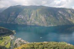 Norsk fjord, Skandinavien Arkivbild