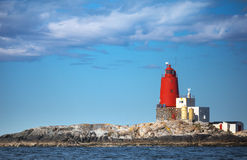 Norsk fyr med det stora röda tornet arkivbild