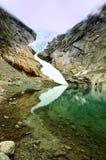 Norsk glaciär och sjö Royaltyfri Fotografi
