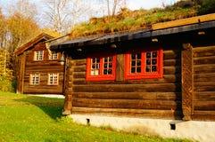 Norsk träjordbruks- byggnad Arkivfoto