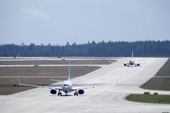 Norska och skandinaviska flygbolag, SAS Boeing 737 taxi Royaltyfri Bild