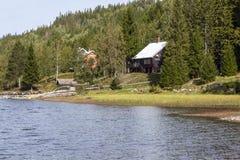 Norska träkabiner royaltyfri fotografi