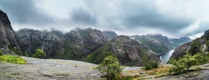 Norskt fjordlandskap Arkivbilder