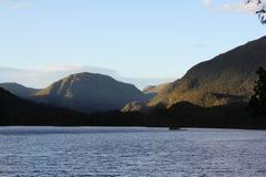 Norskt sjölandskap royaltyfria bilder