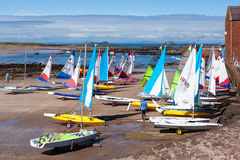 NORTH BERWICK, EAST LOTHIAN/SCOTLAND - AUGUST 14 : Brightly colo. Ured yachts at North Berwick harbour in Scotland on August 14, 2010. Unidentified people Royalty Free Stock Photos