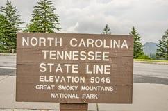 North Carolina und Tennessee State Lines Sign Lizenzfreie Stockfotos