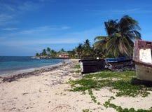 North End Kukurydzanej wyspy Nikaragua Plażowe Duże stare łodzie i hotel ja Zdjęcia Royalty Free