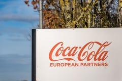 Northampton 9 de diciembre de 2017 BRITÁNICO: El logotipo de la distribución de Coca Cola European Partners Logistics firma adent Imágenes de archivo libres de regalías
