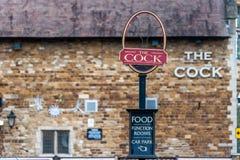 Northampton 6 gennaio 2018 BRITANNICO: Il logo del gallo cede firmando un documento il muro di mattoni del pub Fotografie Stock
