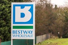 Northampton 11 gennaio 2018 BRITANNICO: Segnale stradale di logo di cash and carry della vendita all'ingrosso di Bestway Immagini Stock