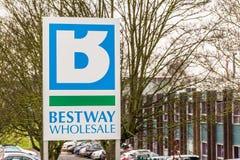Northampton 11 gennaio 2018 BRITANNICO: Segnale stradale di logo di cash and carry della vendita all'ingrosso di Bestway Fotografia Stock
