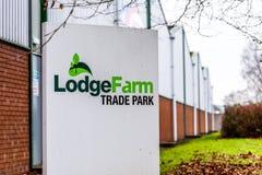 Northampton 11 gennaio 2018 BRITANNICO: Segnale stradale di logo del parco di commercio dell'azienda agricola della casetta Immagini Stock